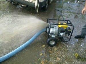Насос - служит отличным инструментом для откачки воды из колодца