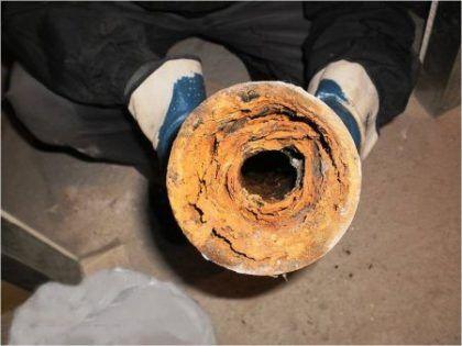 Пример засора трубы канализации