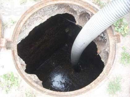 Очистка ямы насосом