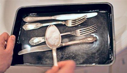 Для очистки серебром подойдет любой серебряный предмет