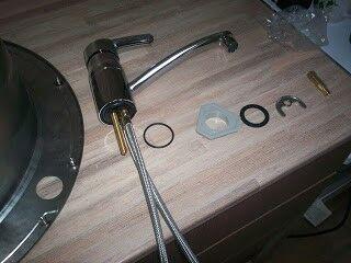 Смесительный кран готов к монтажу на мойку