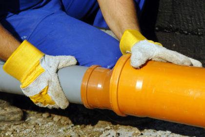 Для замены канализационных труб потребуются определенные инструменты
