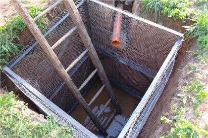 Простая яма – это конструкция без дна, в которой жидкость поглощается землей