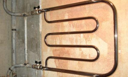 В данном примере смещенный байпас соединяется с отводами полотенцесушителя при помощи сварки