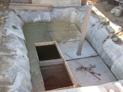 Заливка «крыши» септика бетоном