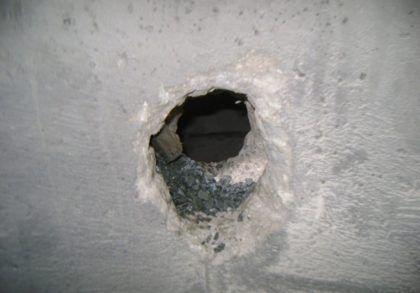 Отверстие в стенке камеры