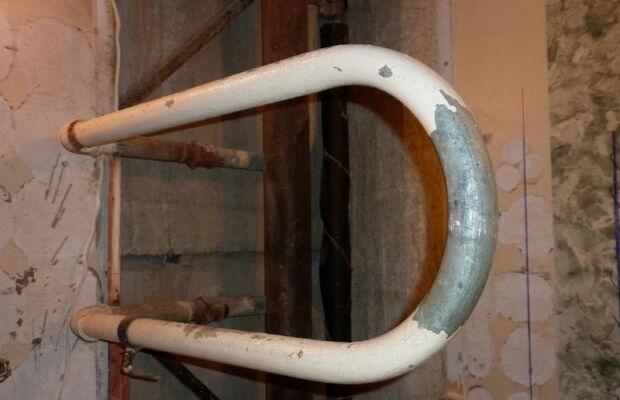 Демонтаж башни трубы
