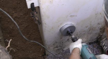 Сверление отверстия для канализационной трубы