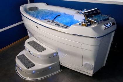 Большая гидромассажная ванна