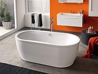 Ванна овальной формы требует помещение с достаточно большой площадью