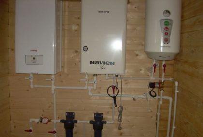 Настенный нагреватель и прочее оборудование встроенной в дом котельной