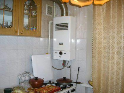 Отопительный котел на кухне – классический вариант для небольших домов в деревнях или частном секторе городов
