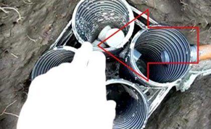 Второй переход сделан «коленом», чтобы предотвратить прохождение поверхностных загрязнений