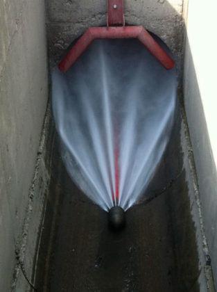Гидродинамическая промывка труб канализации