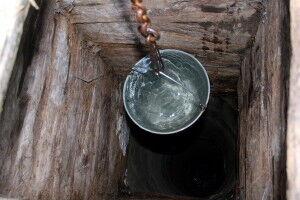 Мутная вода в колодце - это первый признак, что колодец необходимо прочистить