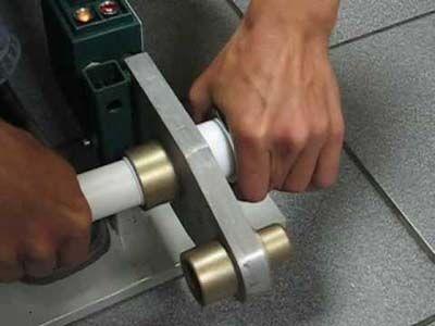 Одновременное нагревание двух участков полипропиленовой трубы