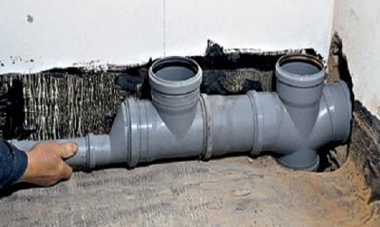 установка пластиковой канализационной системы