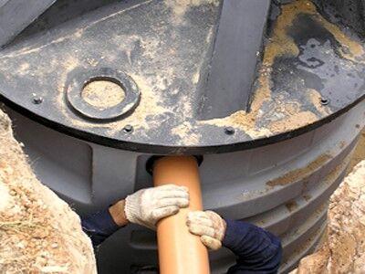 Врезка канализационной трубы в коллектор