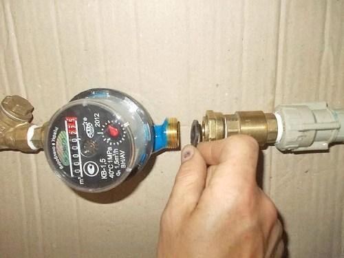 Как установить счетчик воды в квартире своими руками 17