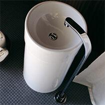 Монолитная напольная раковина-тюльпан с напольным смесителем
