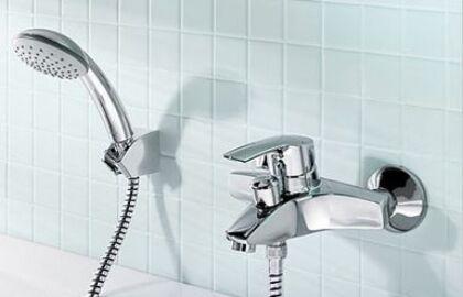 Рычажный настенный смеситель для ванны