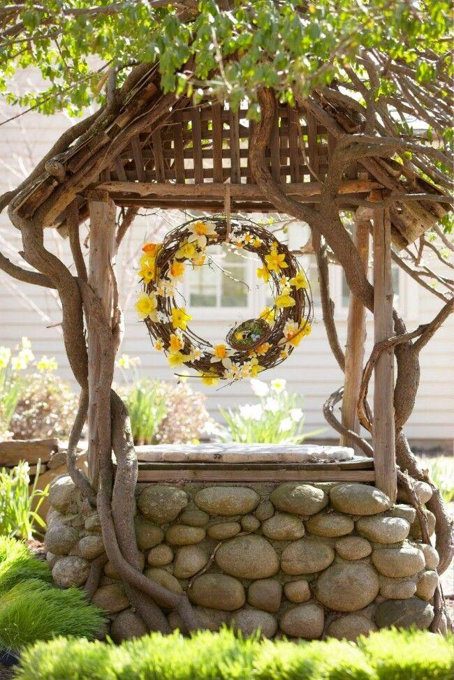 Декоративный колодец должен гармонично вписываться в ландшафтный дизайн