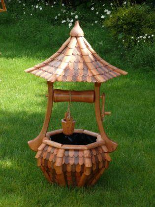 Декоративный колодец с элементами резьбы по дереву