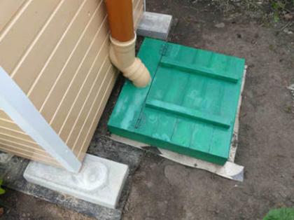 Люк для обслуживания и вентиляция выгребной ямы