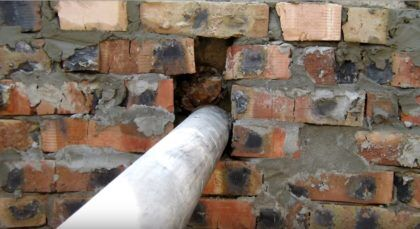 Место ввода канализационной трубы