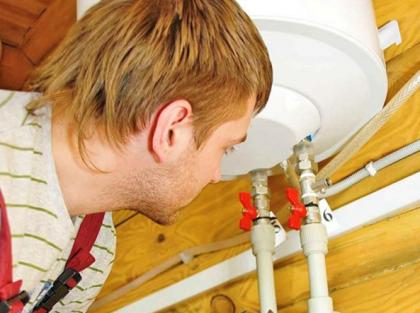 Накопительный нагреватель подключен к полипропиленовым трубам