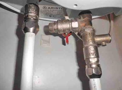 Соединение бойлера с металлопластиковым водопроводом