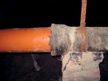 Стыковка чугунной и пластиковой канализации