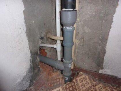 Установленный канализационный стояк