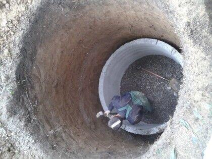 Для выгребной ямы можно использовать бетонные кольца