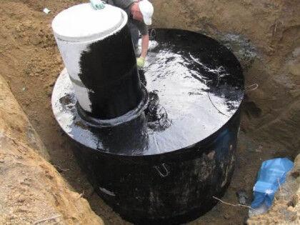 Обмазка выгребной ямы из бетонных колец мастикой