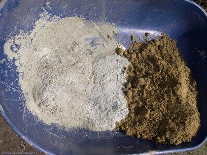 Сухой песок и цемент