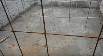 Дно котлована залито бетоном