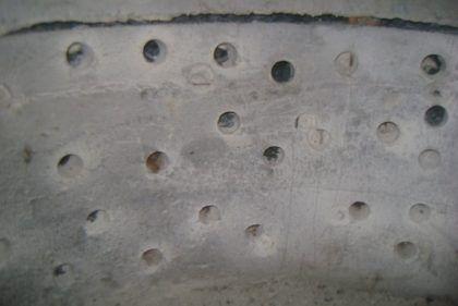 Дренажные отверстия на стенках