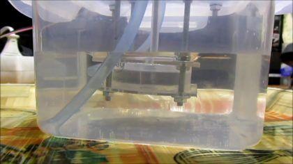 Заполнение контейнера водой