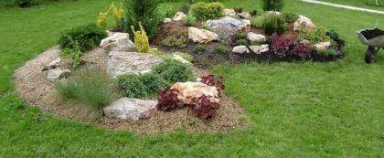 Маскировка насыпи с фильтрационным полем под декоративный холм с камнями и кустарником