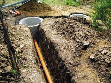 Подключение канализационной трубы к бетонному колодцу