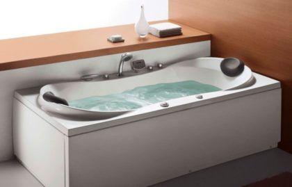 Акриловая гидромассажная ванна