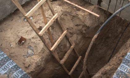 Обустройство траншеи для водопроводной трубы