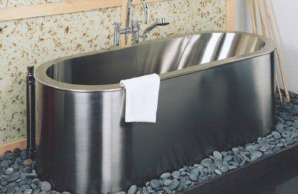 Отдельно от стальных ванн стоят изделия из нержавеющей стали