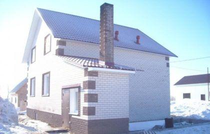 Пристройка к дому с котлом и остальным оборудованием для отопления и горячего водоснабжения. Имеет отдельную входную дверь
