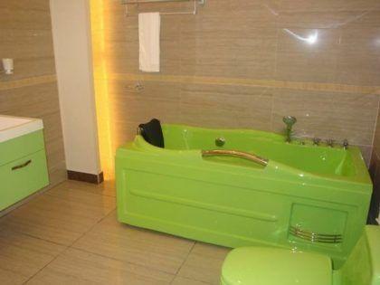 Цветная ванна акриловая