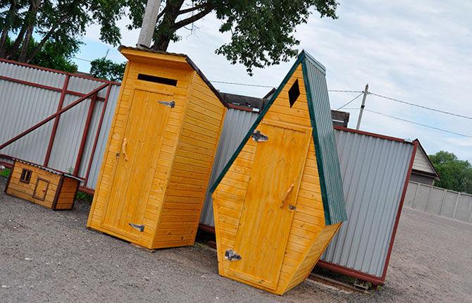 Уличный туалет необычной формы